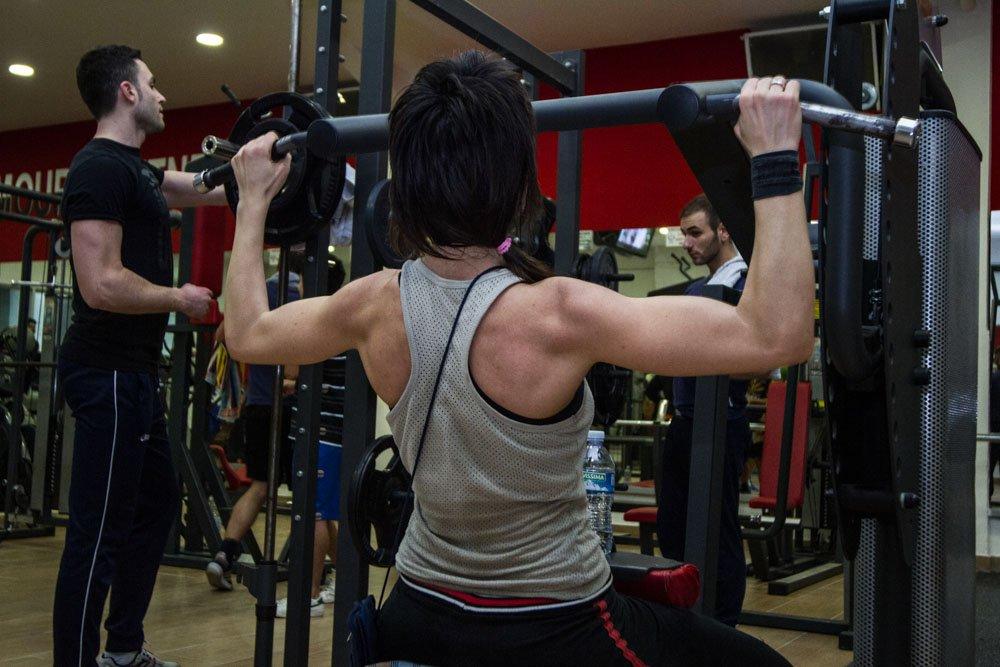 allenamento donna in palestra
