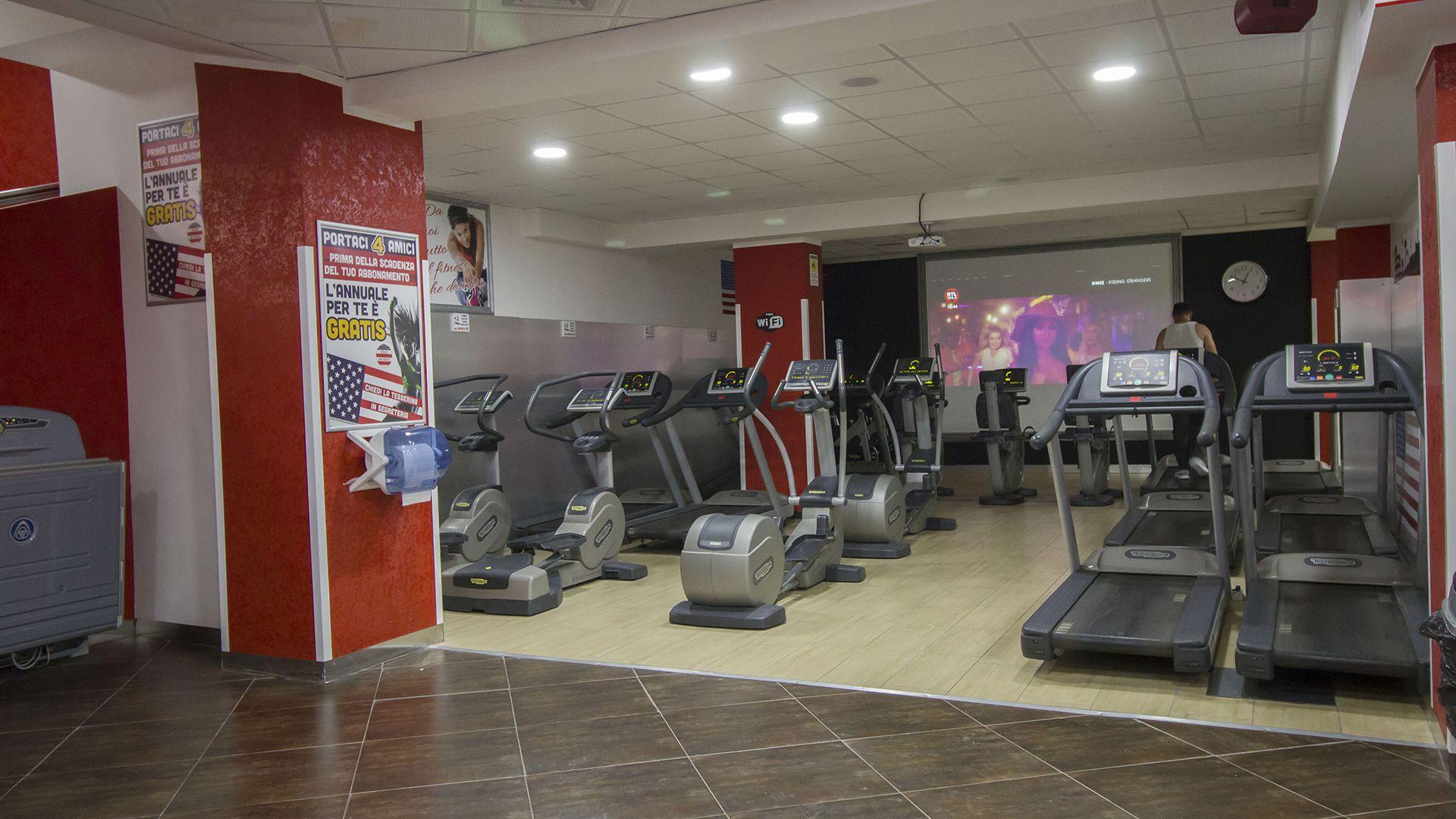 Palestra Time Fitness Quadraro Maxischermo