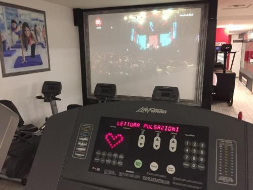 16-Tapis Roulant e Maxischermo Palestra Time Fitness
